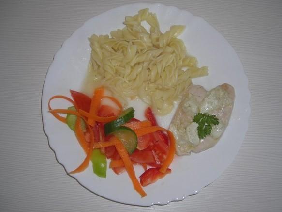 Fotografie receptu: Kuřecí plátek s pikantní omáčkou