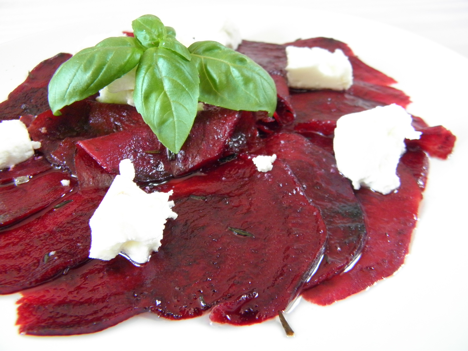 Fotografie receptu: Salát z červené řepy se sýrem
