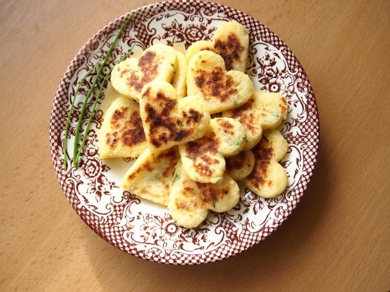 Bramborová srdíčka s bylinkovým máslem