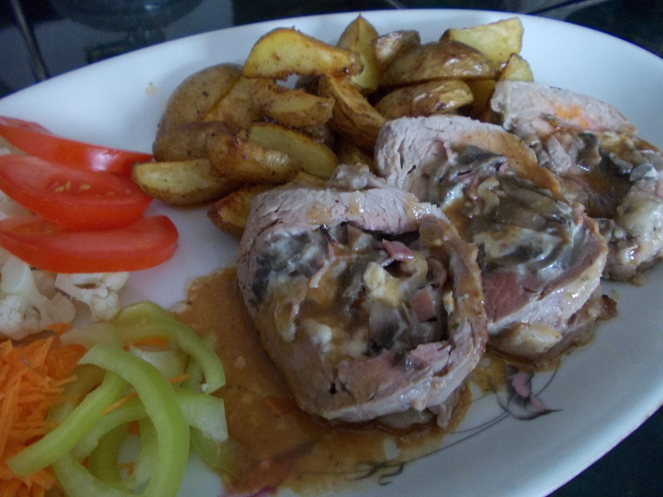Fotografie receptu: Plněná vepřová panenka s opečenými brambory
