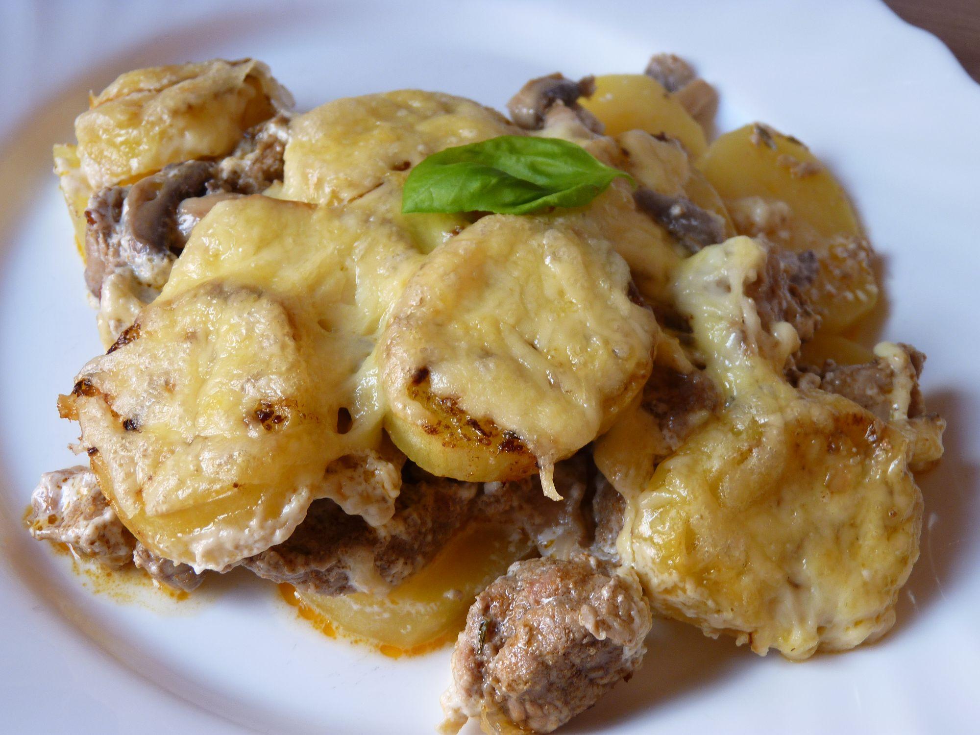 Vepřové maso zapečené s brambory a žampiony