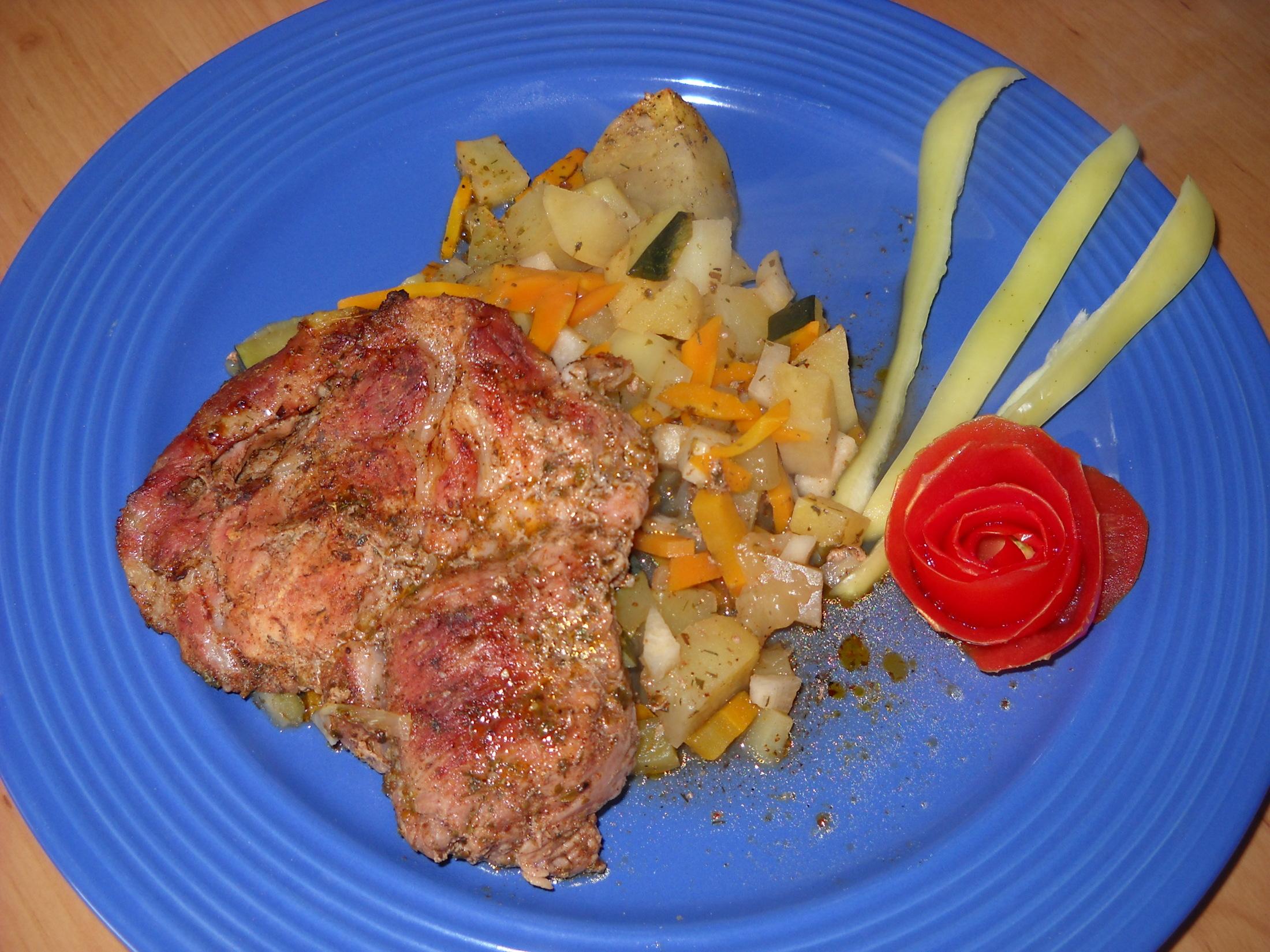 Krkovička s adžikou na zeleninové postýlce