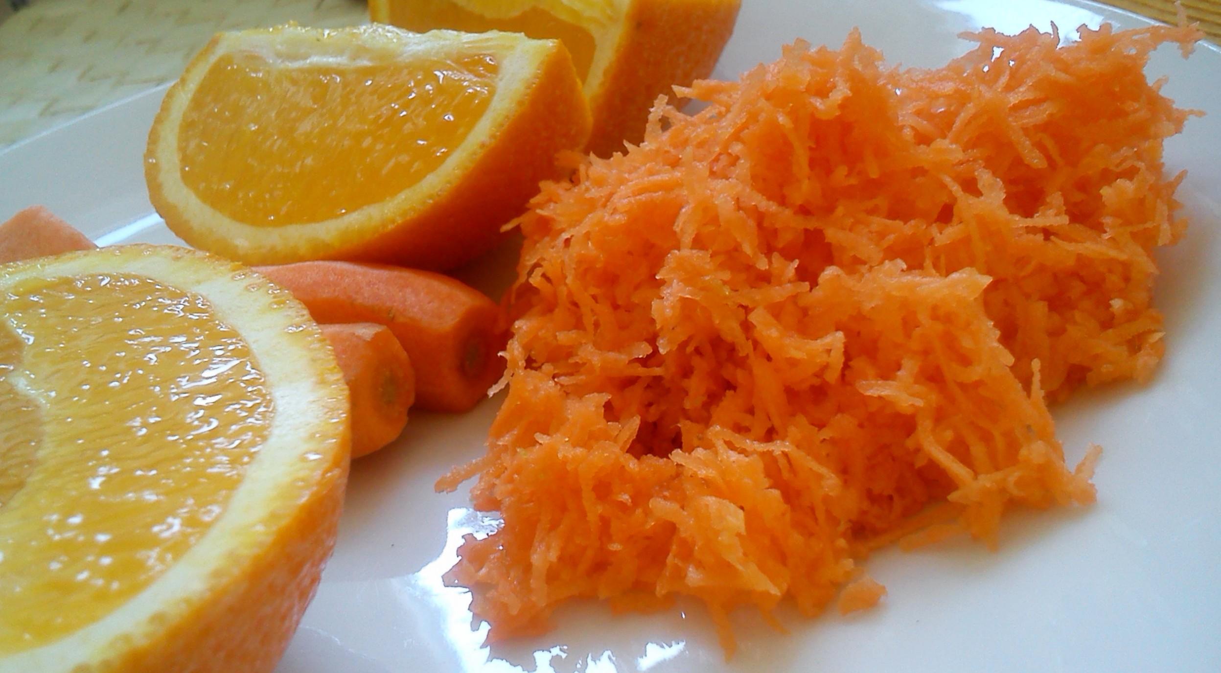 Fotografie receptu: Mrkvový salát s jablkem a pomerančem