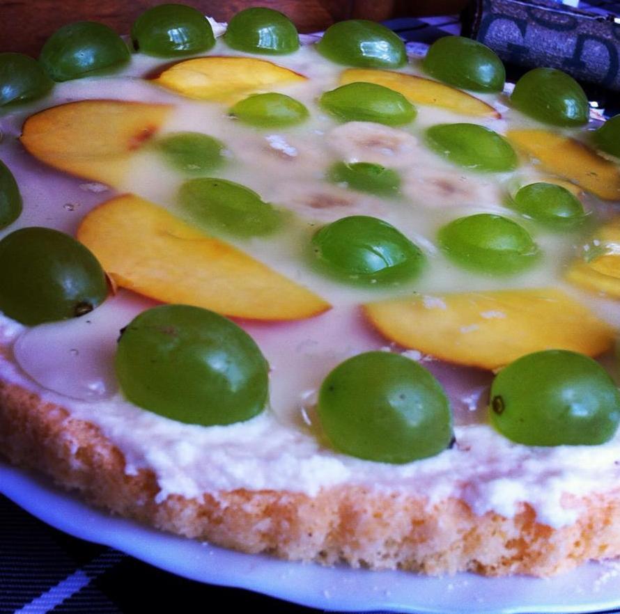 Piškotový dort s letním ovocem