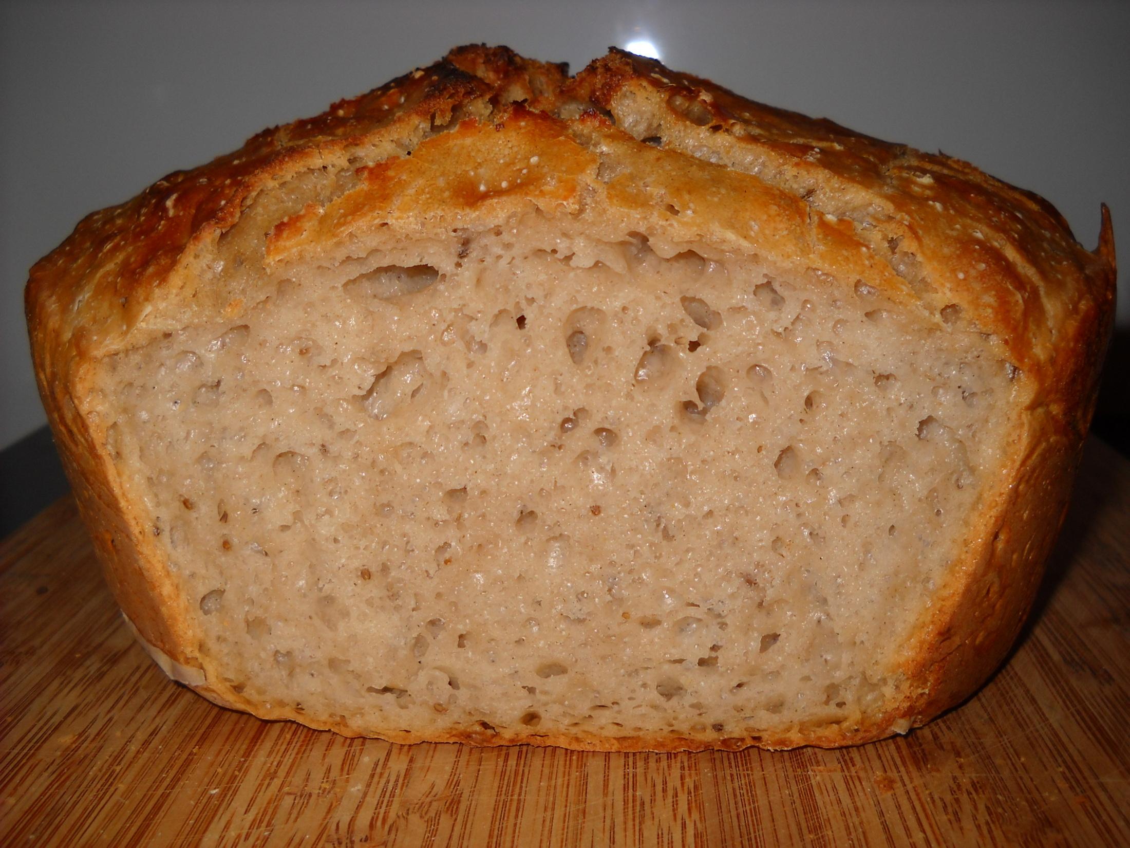 Domácí obyčejný chléb