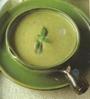 Hrachová polévka s čerstvou mátou z mikrovlnky