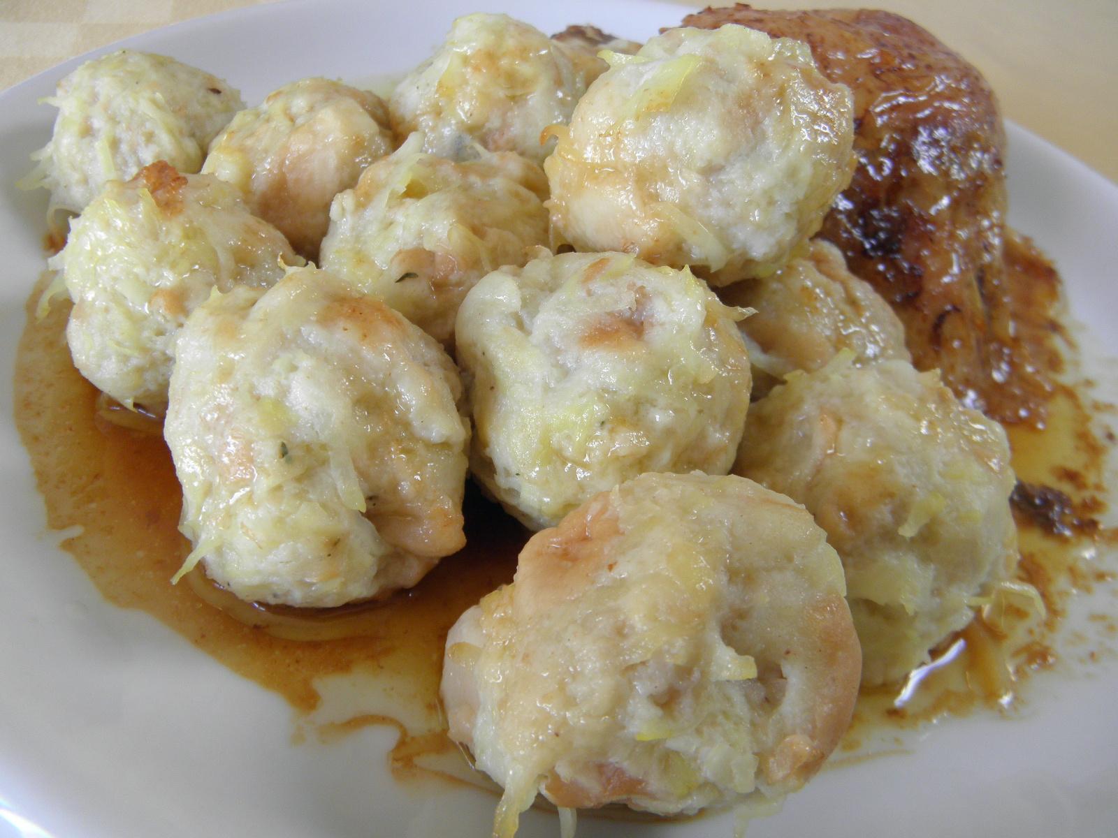 Žemlovo-bramborové knedlíčky