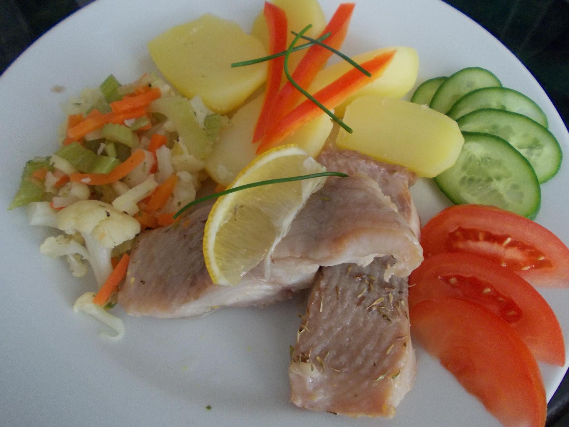 Mořská ryba Claresse s teplou zeleninou a brambory