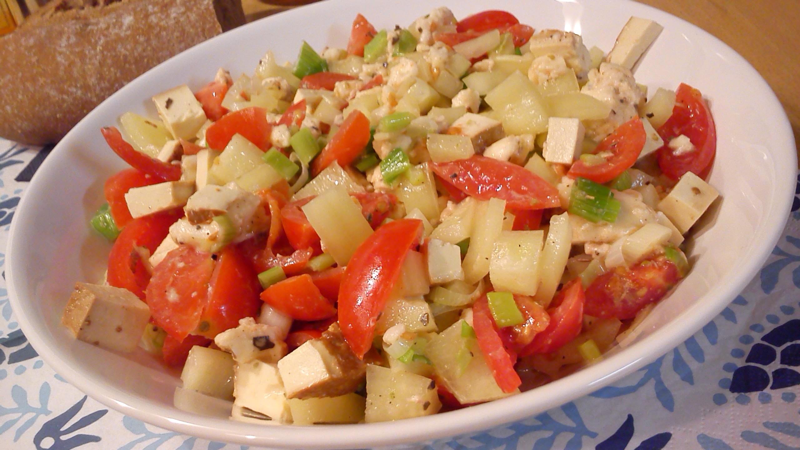 Zeleninový salát s tofu a mozzarellou