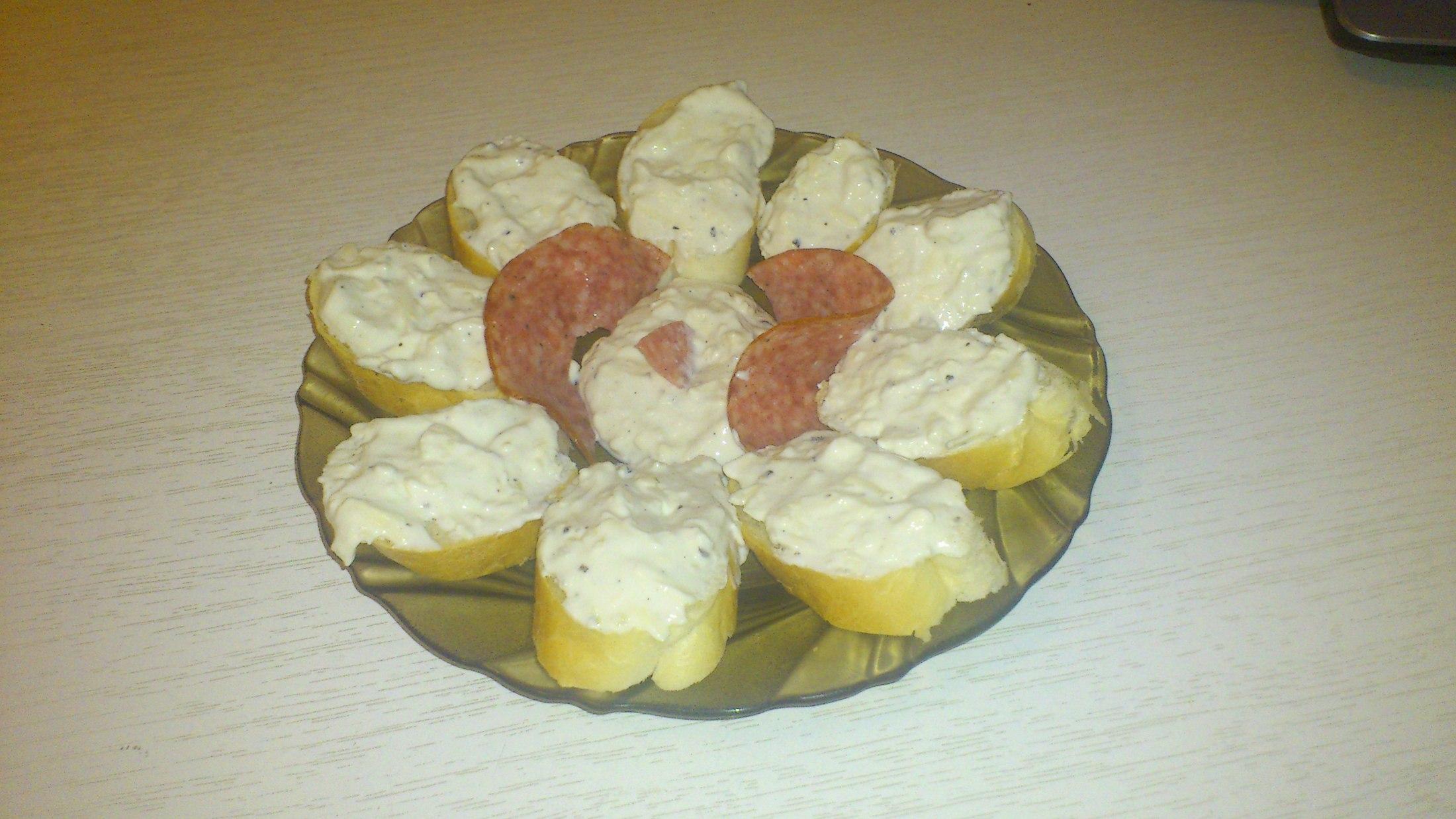 Dip z česneku a modrého sýra