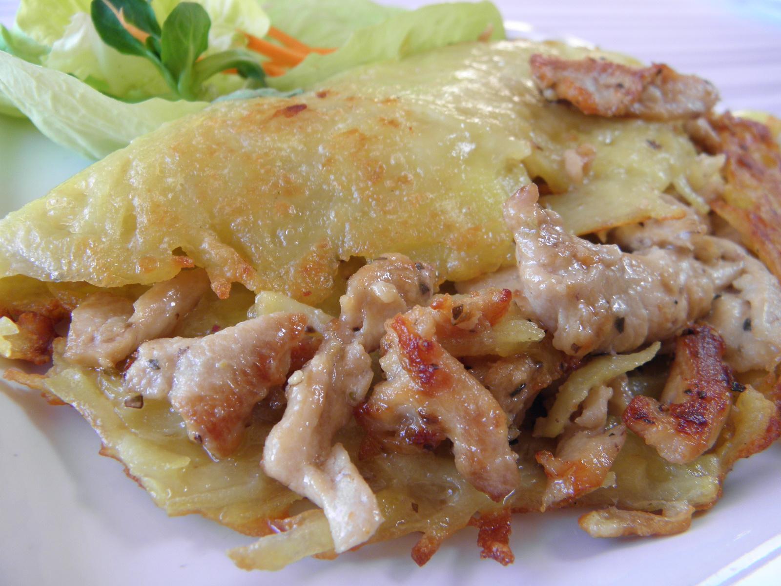 Marinovaná kuřecí směs v bramborové placce