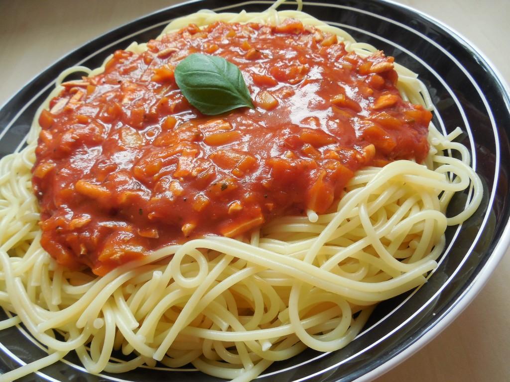 Vegan špagety s rajskou zeleninovou omáčkou