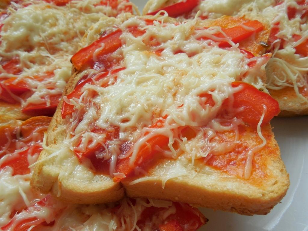 Fotografie receptu: Pikantní paprikový toast