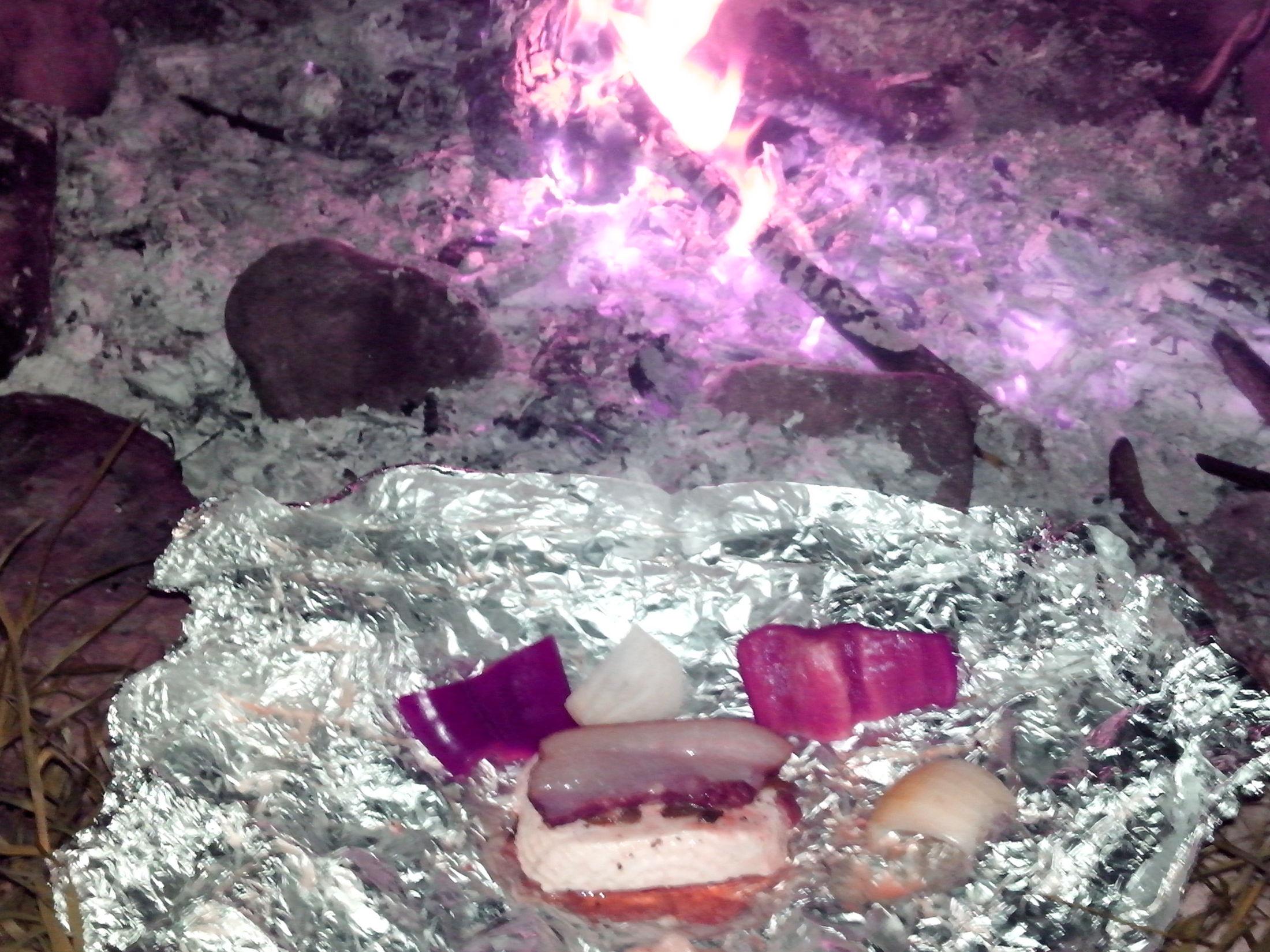 Grilovaný čerstvý sýr v anglické slanině