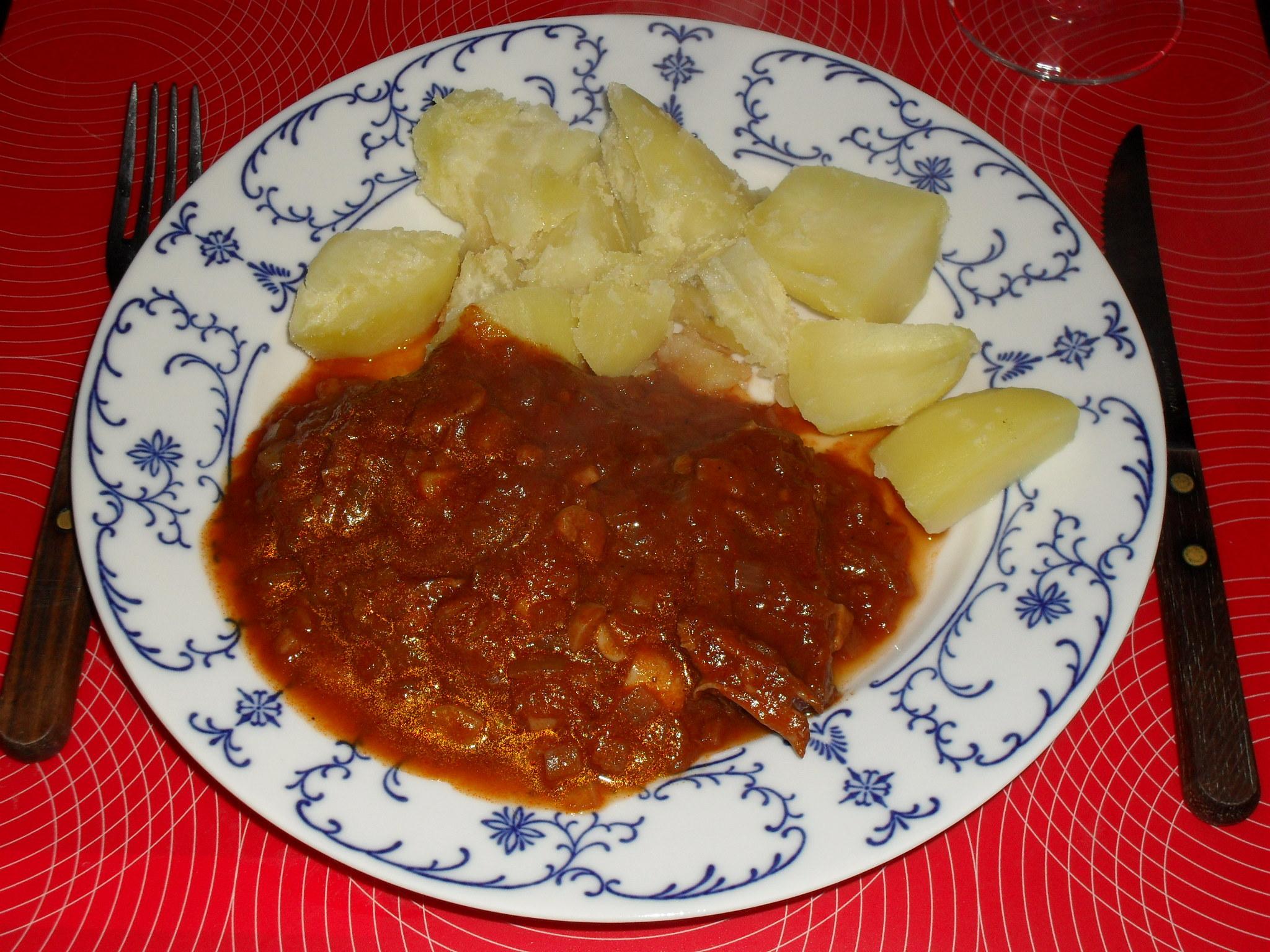 Hovězí s česnekem v tomatové omáčce