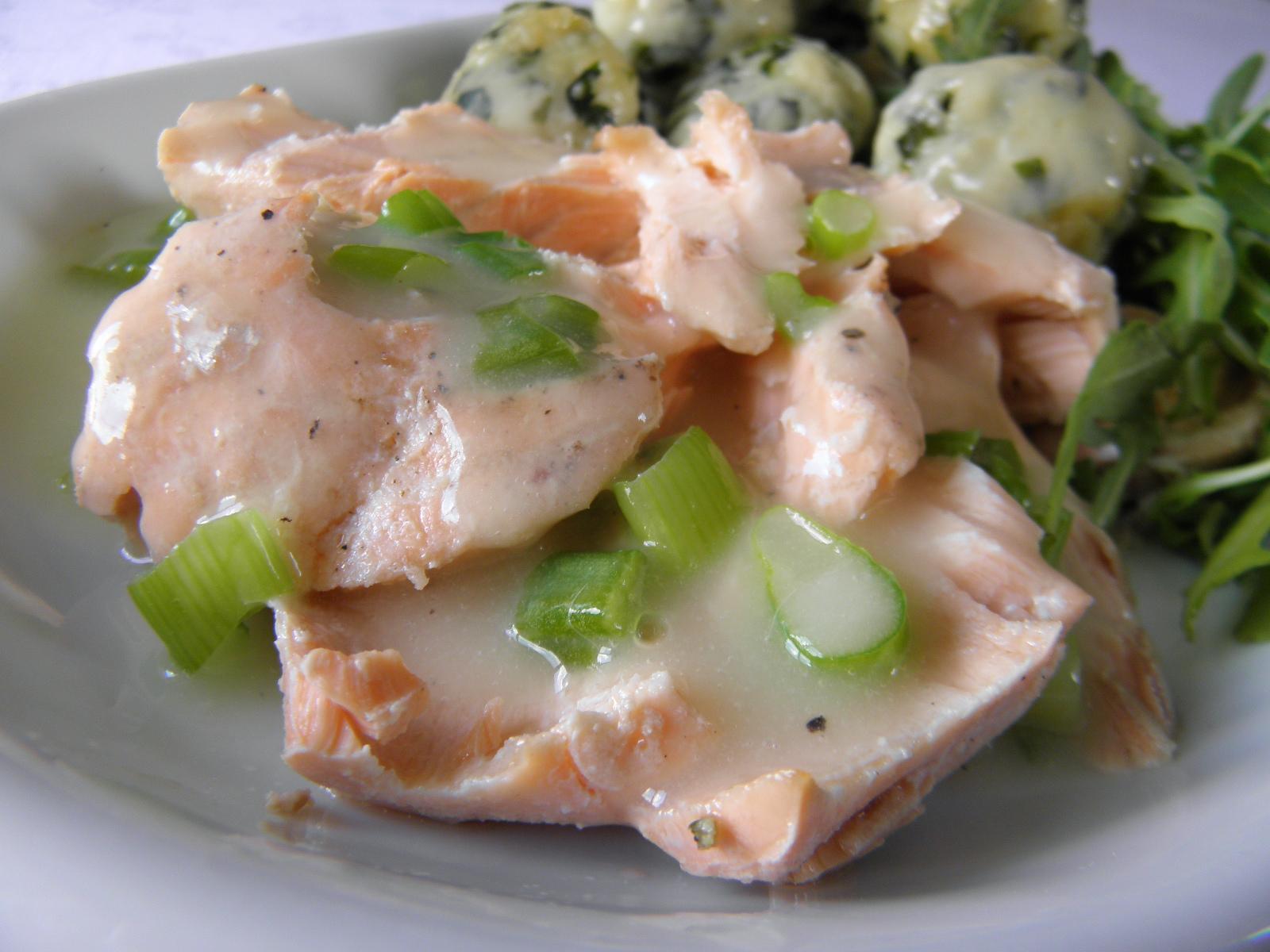 Fotografie receptu: Steak z lososa s krémovou omáčkou