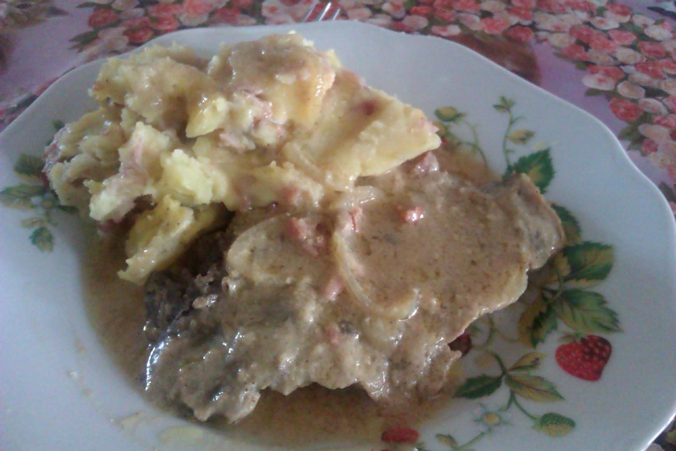 Pečená krkovice s hořčičnou omáčkou a šťouchanými brambory