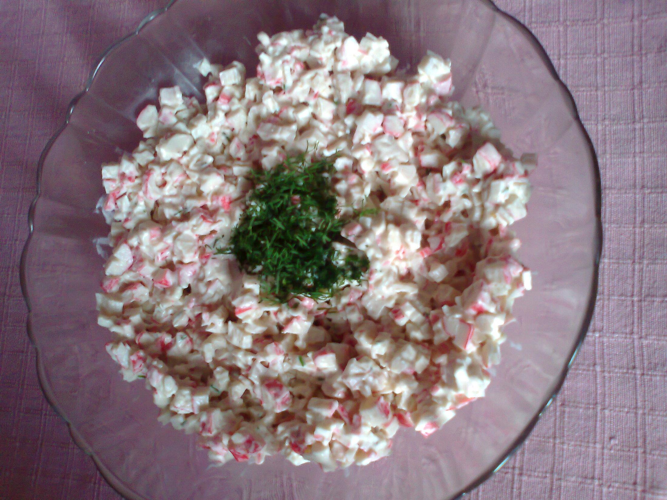 Krabí salát s koprem