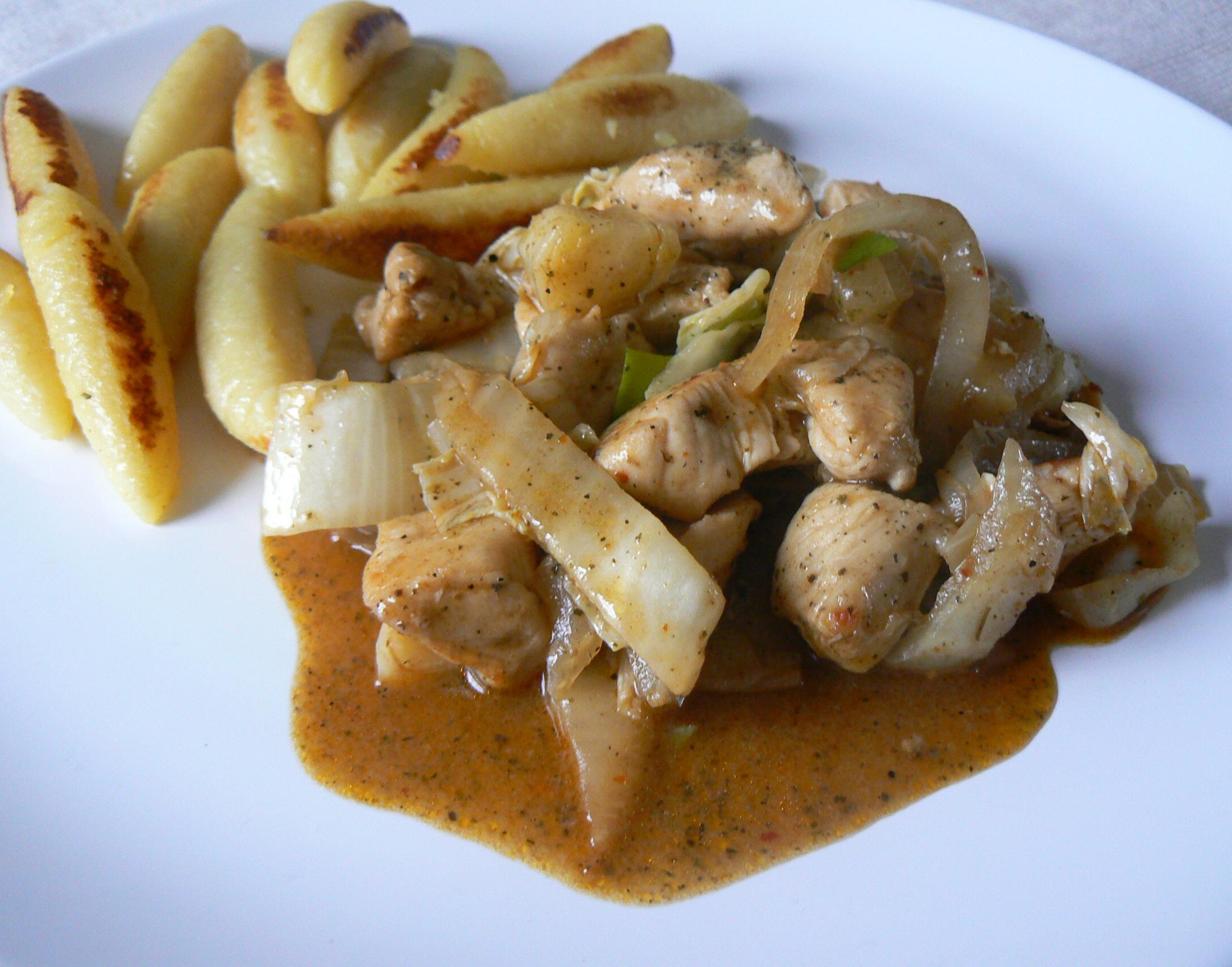 Fotografie receptu: Krůtí kousky s opečenými bramborovými knedlíčky