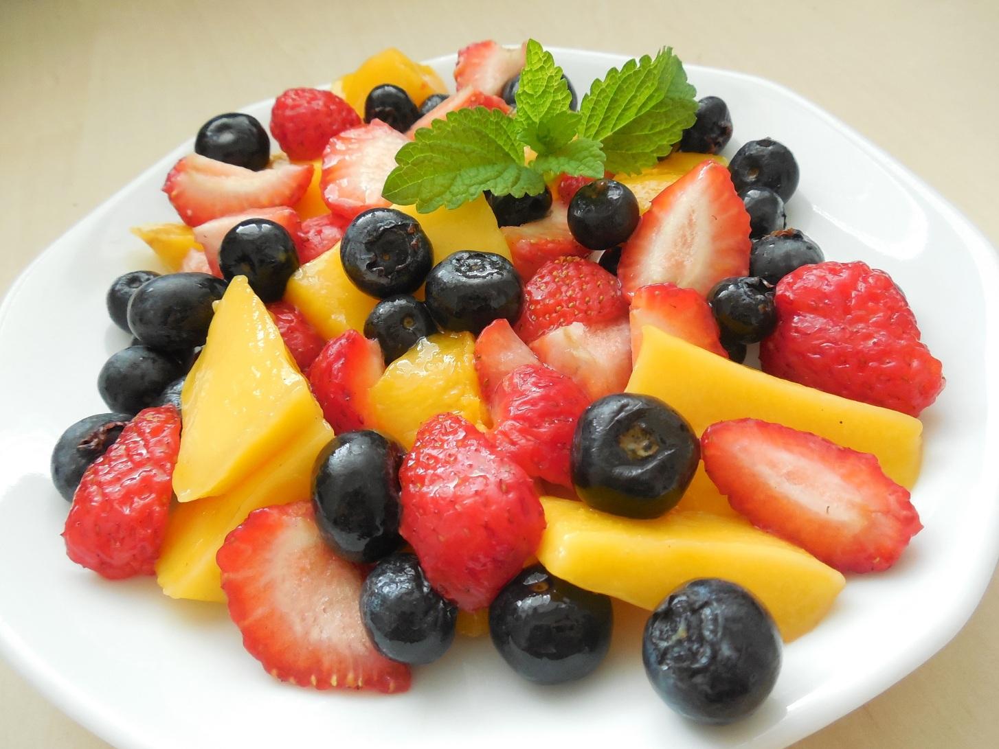 Fotografie receptu: Barevný ovocný salát s agáve sirupem