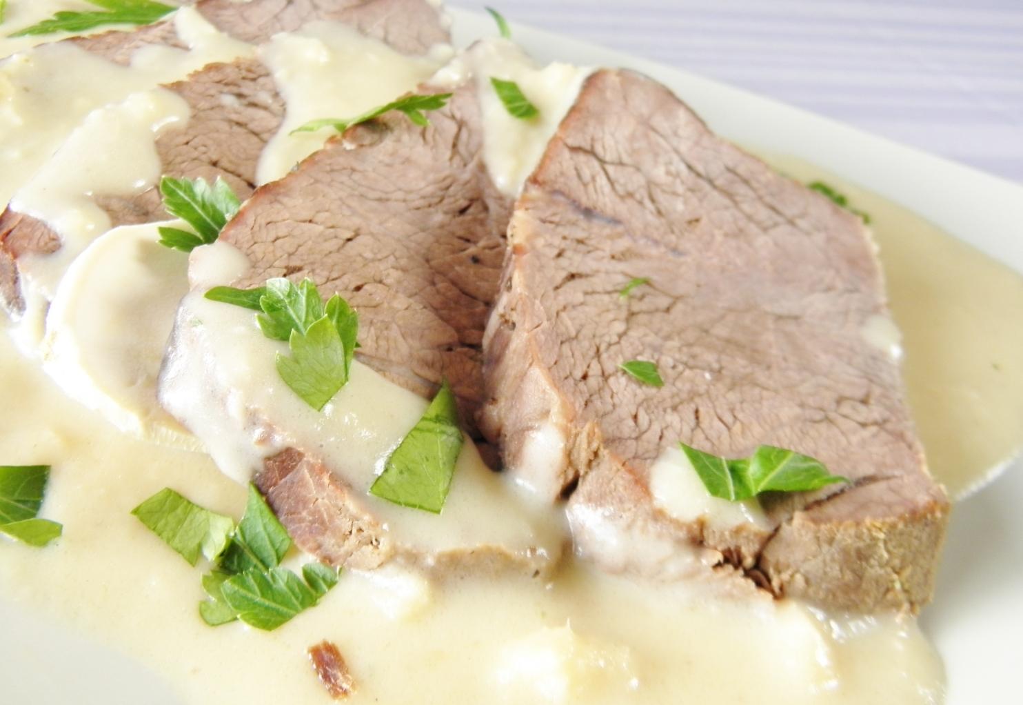 Fotografie receptu: Hovězí maso s křenovou omáčkou