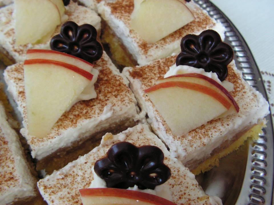 Fotografie receptu: Jablečné řezy s pudinkem a skořicí