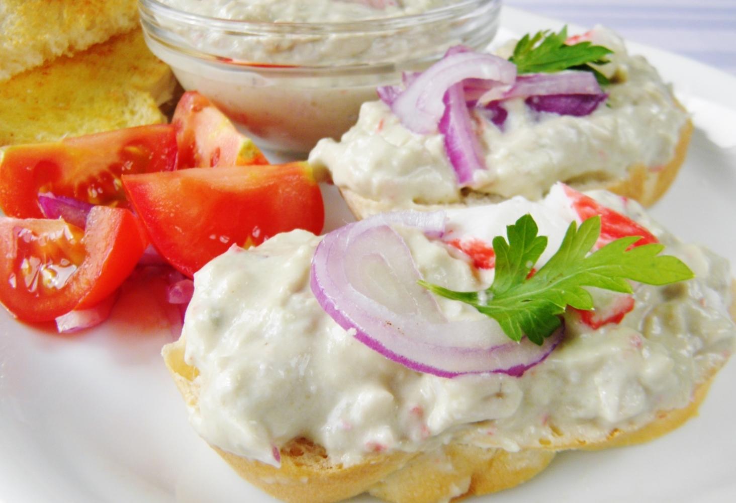 Krabí salát s avokádem