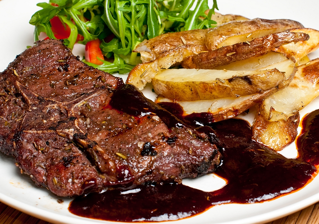Srnčí steaky se švestkovou omáčkou