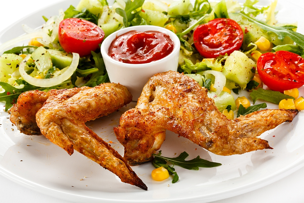 Grilovaná kuřecí křídla se speciální sladko-pálivou omáčkou