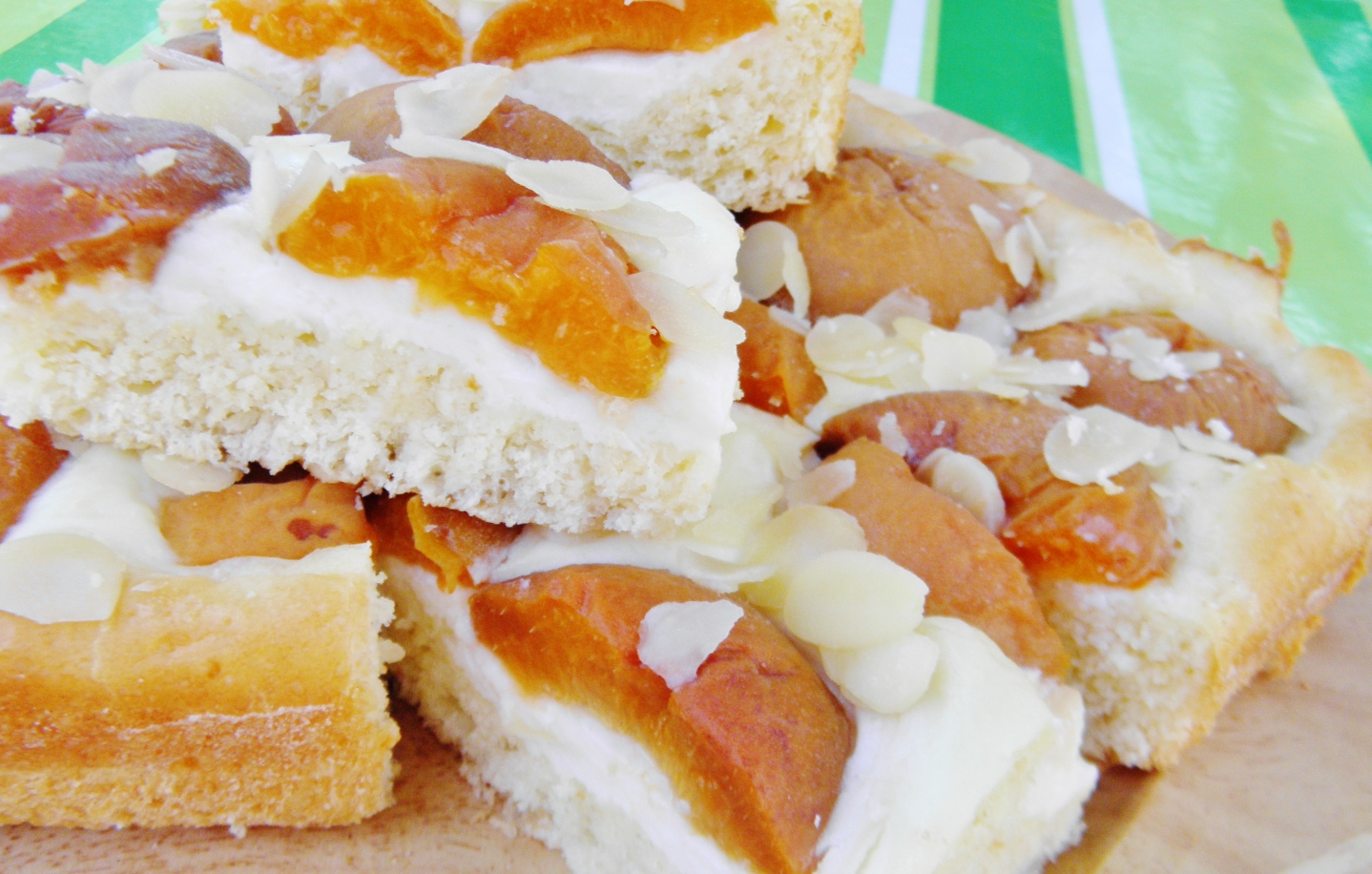 Smetanový koláč s meruňkami