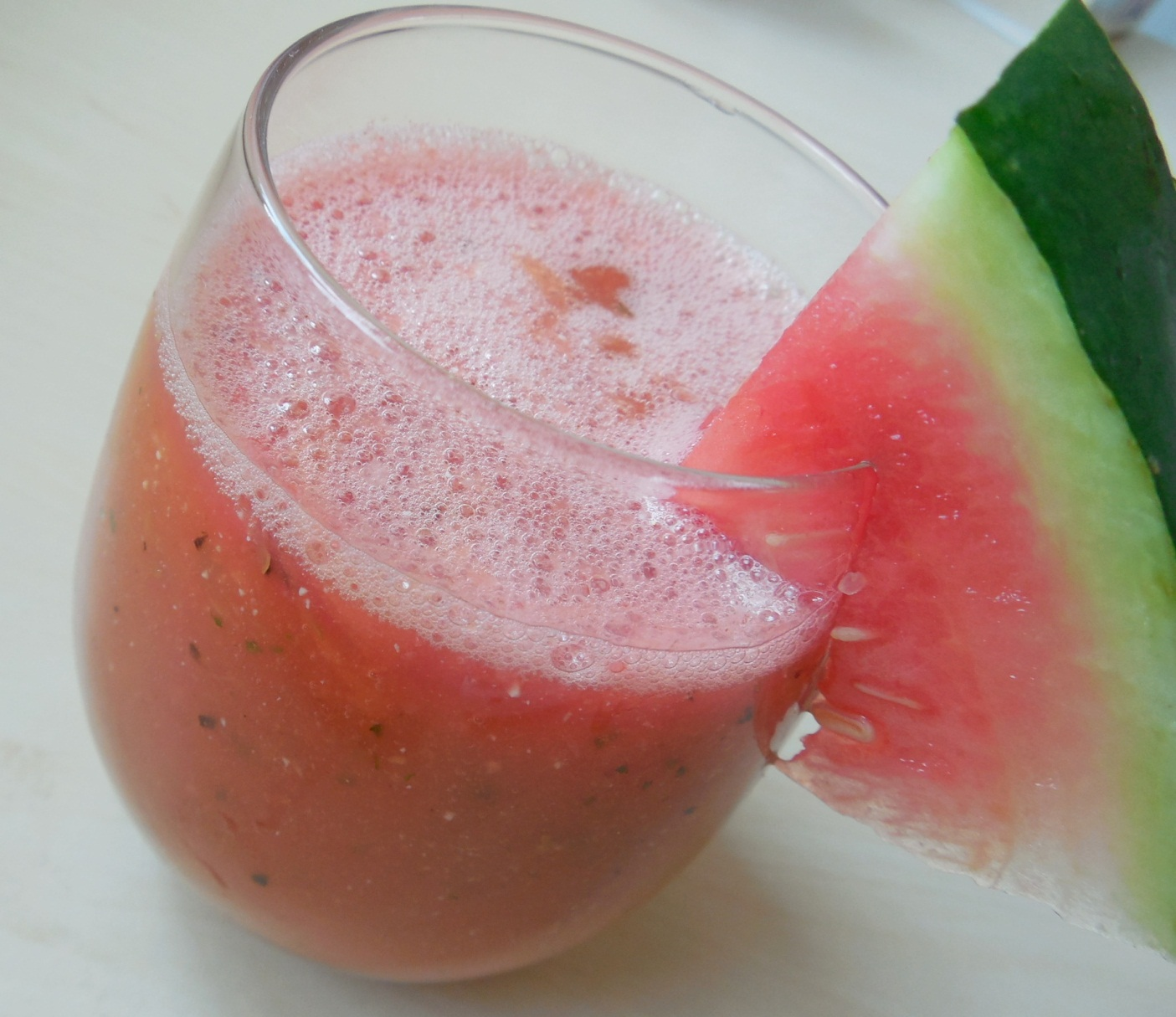 Melounové smoothie s mangem a mátou