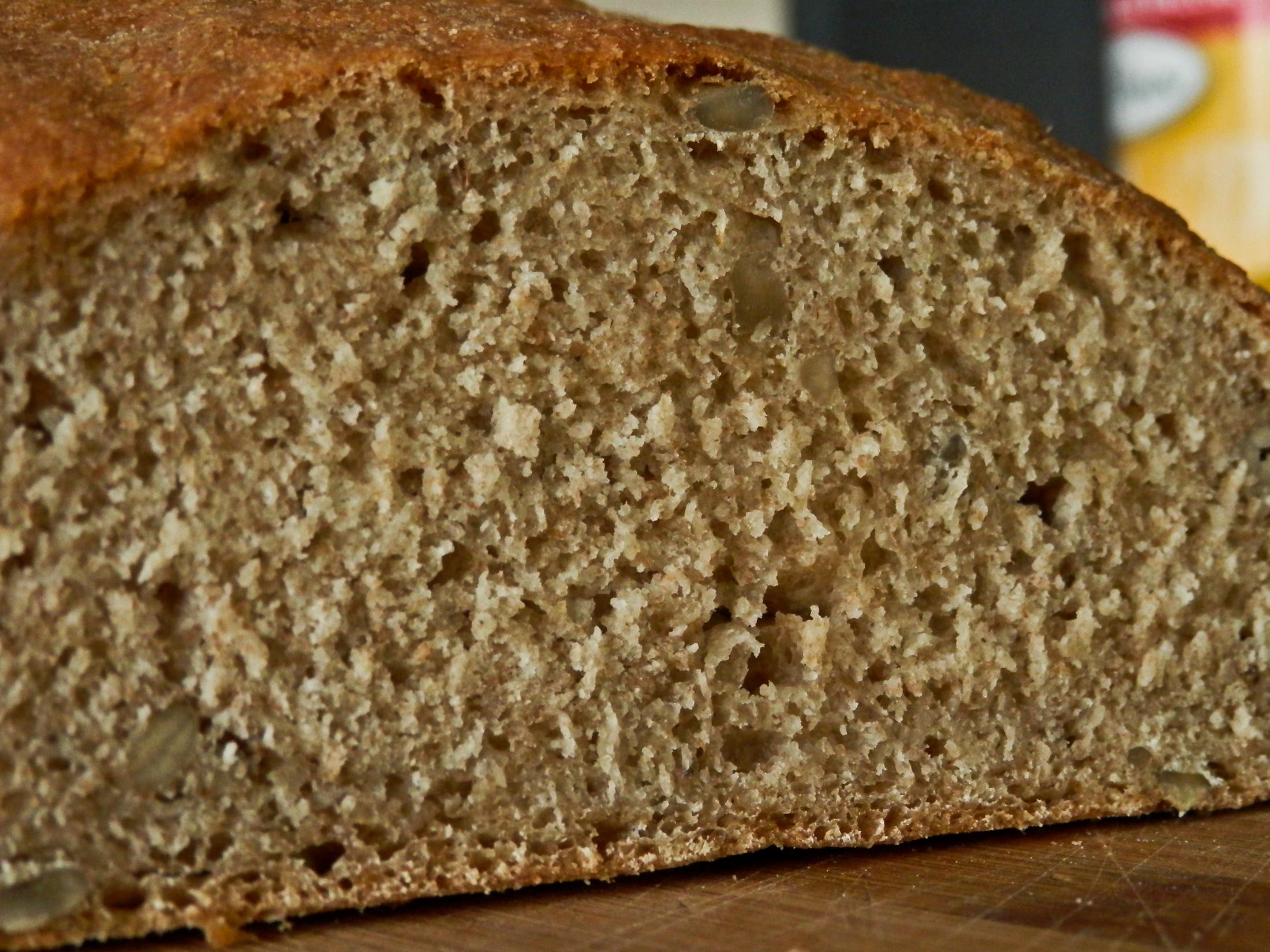 Domácí chléb z celozrnné mouky