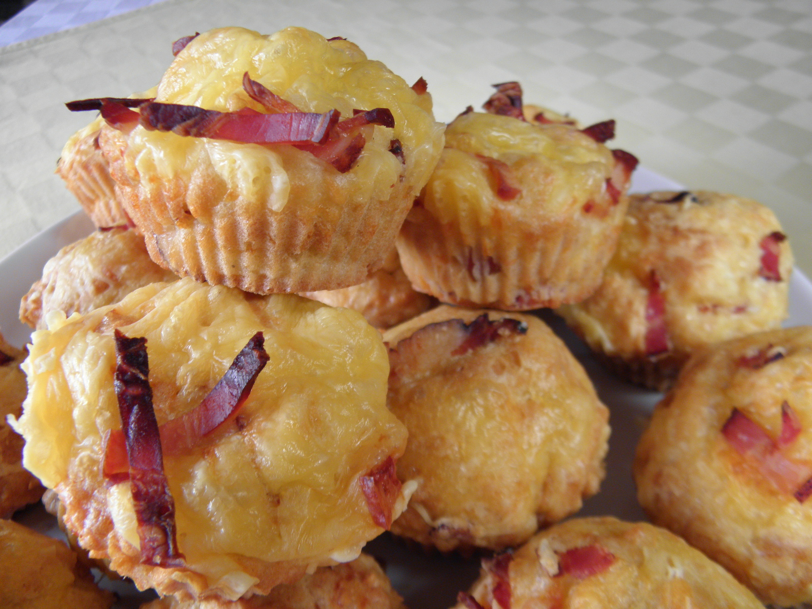 Fotografie receptu: Sýrové muffiny se slaninou