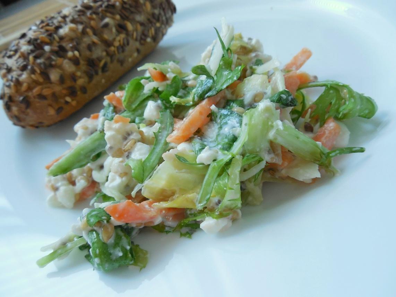 Pestrý salát s cottage sýrem