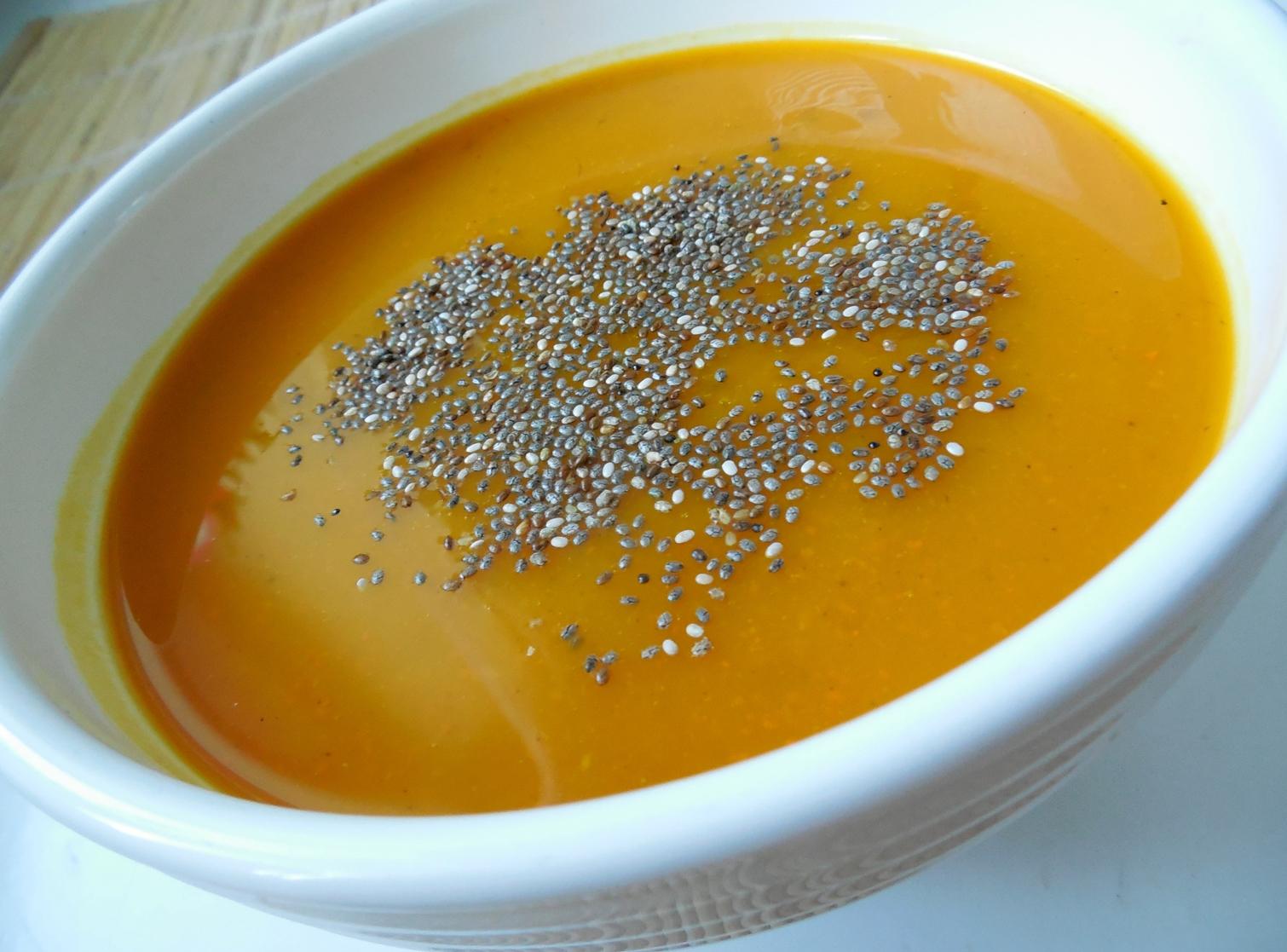 Fotografie receptu: Dýňová polévka s chia semínky