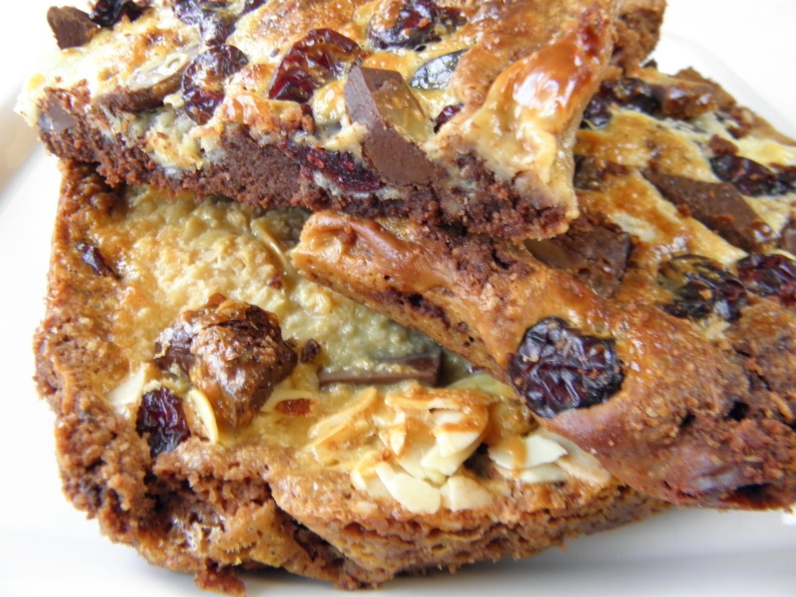 Brusinkový koláč s čokoládou a mandlemi