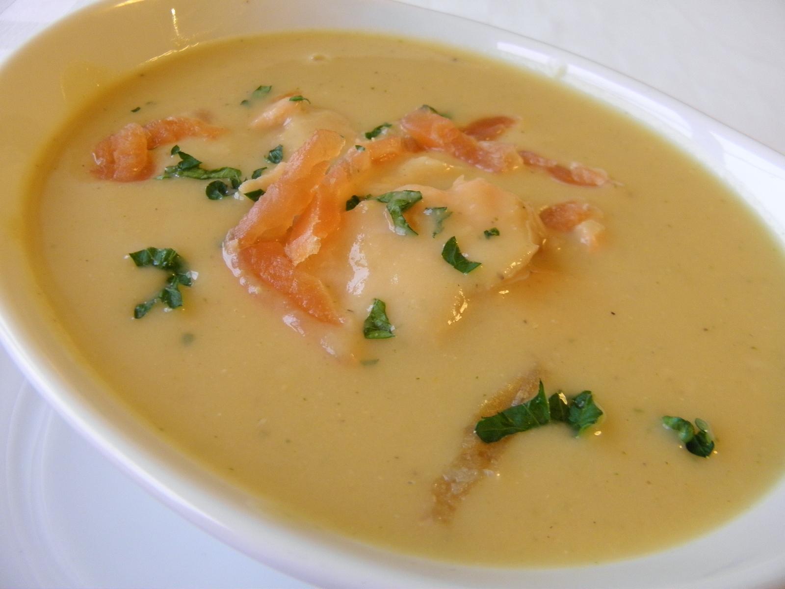 Červená čočková polévka s uzeným lososem