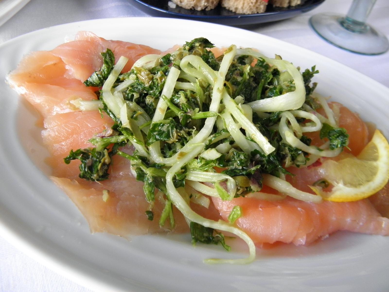 Uzený losos s bylinkami a celerem