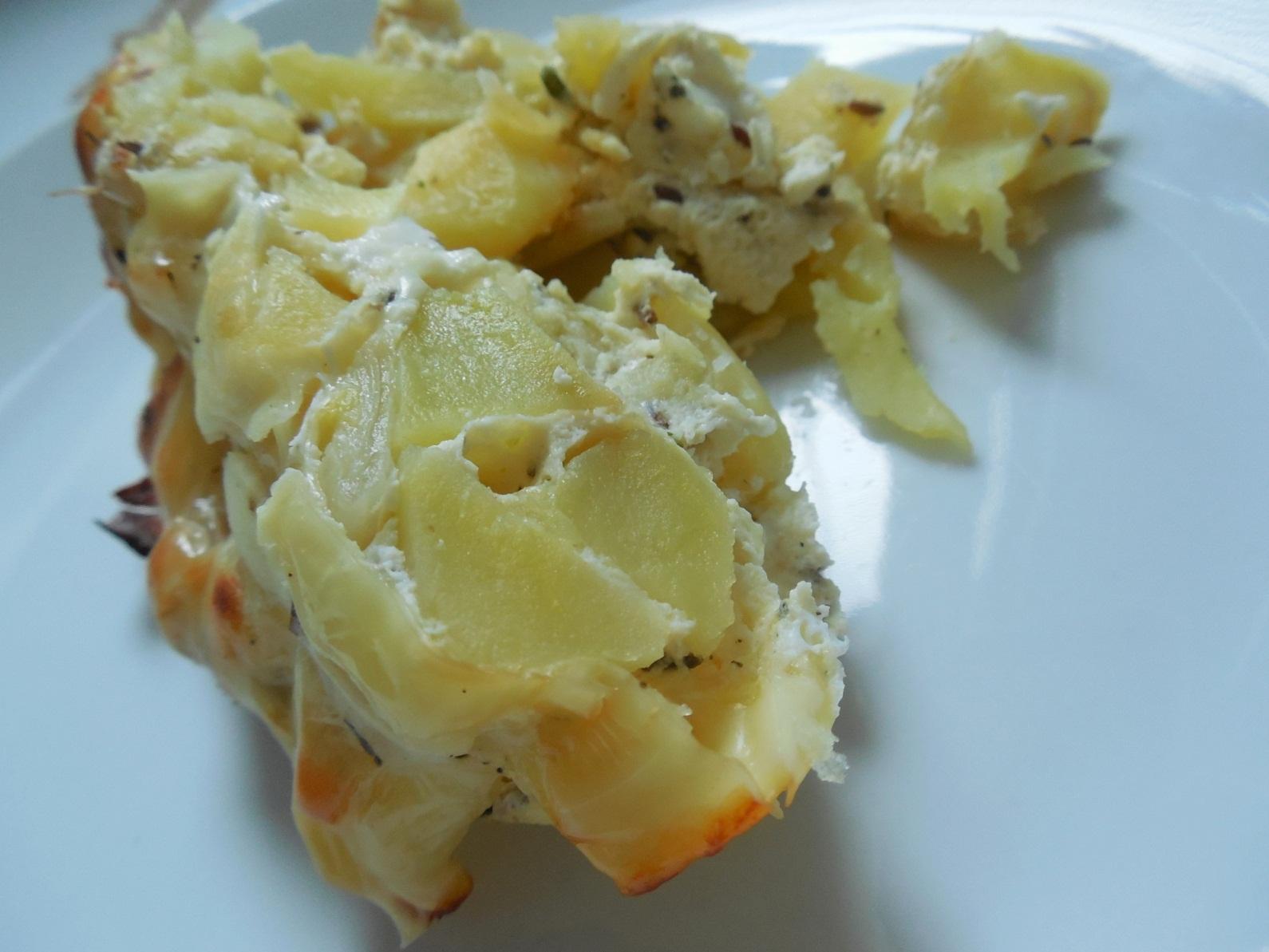 Zapékané brambory s cibulí a smetanou