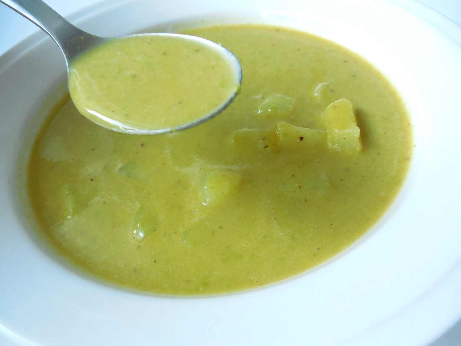 Krémová hrášková polévka s bramborem