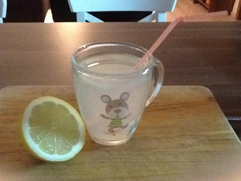 Zdravá teplá citronáda