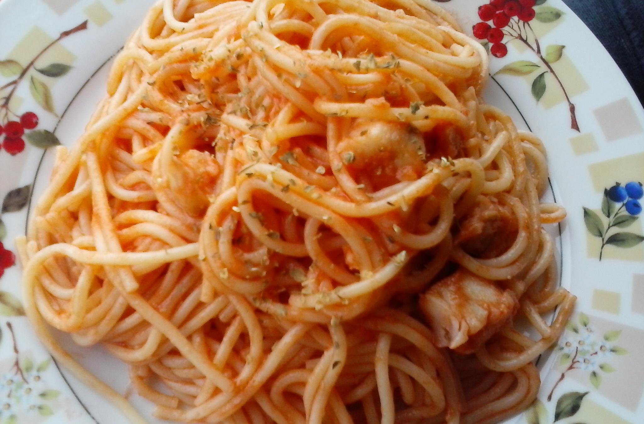Špagety s treskou, rajčaty a oreganem