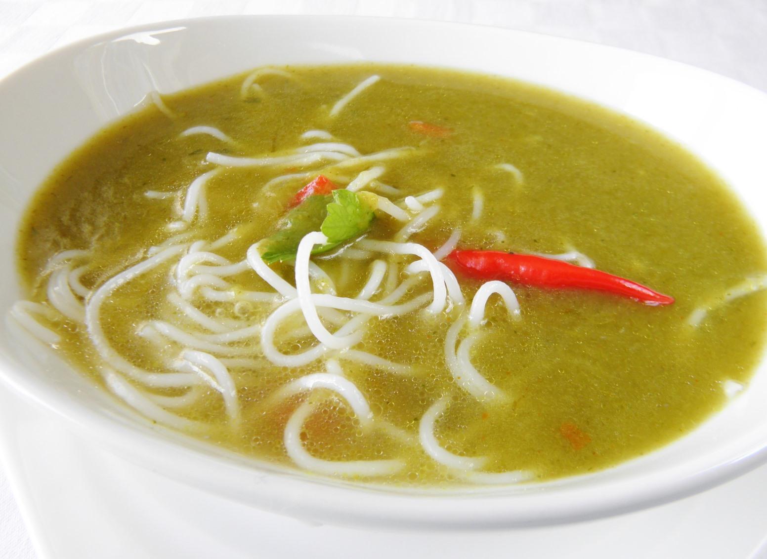 Pórková polévka s rýžovými nudlemi