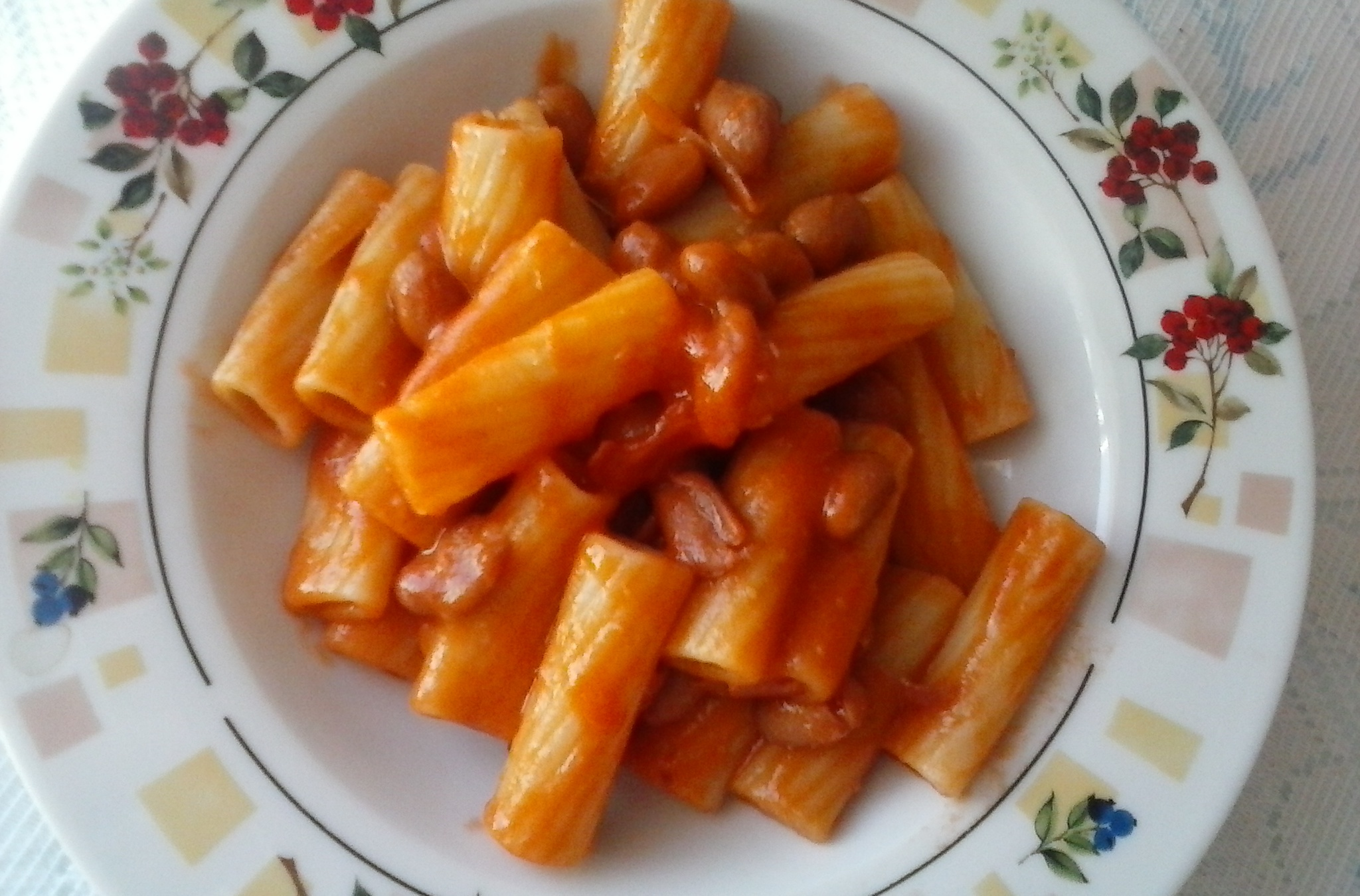 Fotografie receptu: Levné těstoviny s fazolemi a slaninou