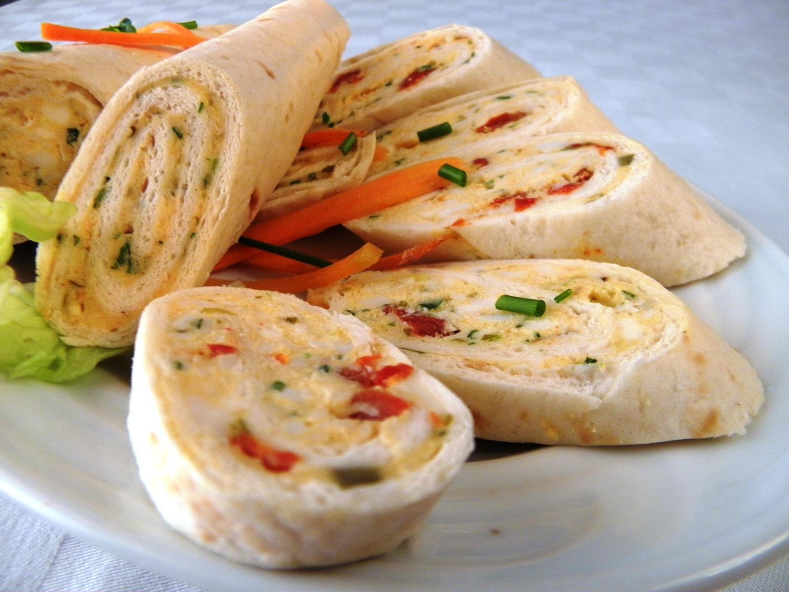 Tortillové chuťovky se sýrovo-vajíčkovou náplní