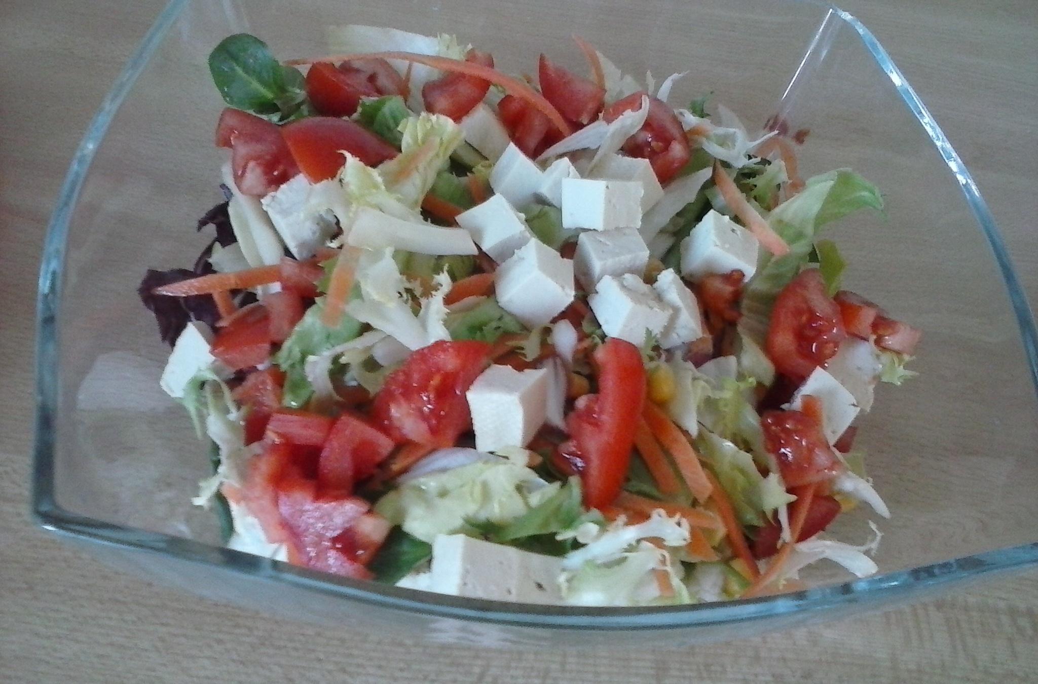 Letní salát s tofu a zázvorem