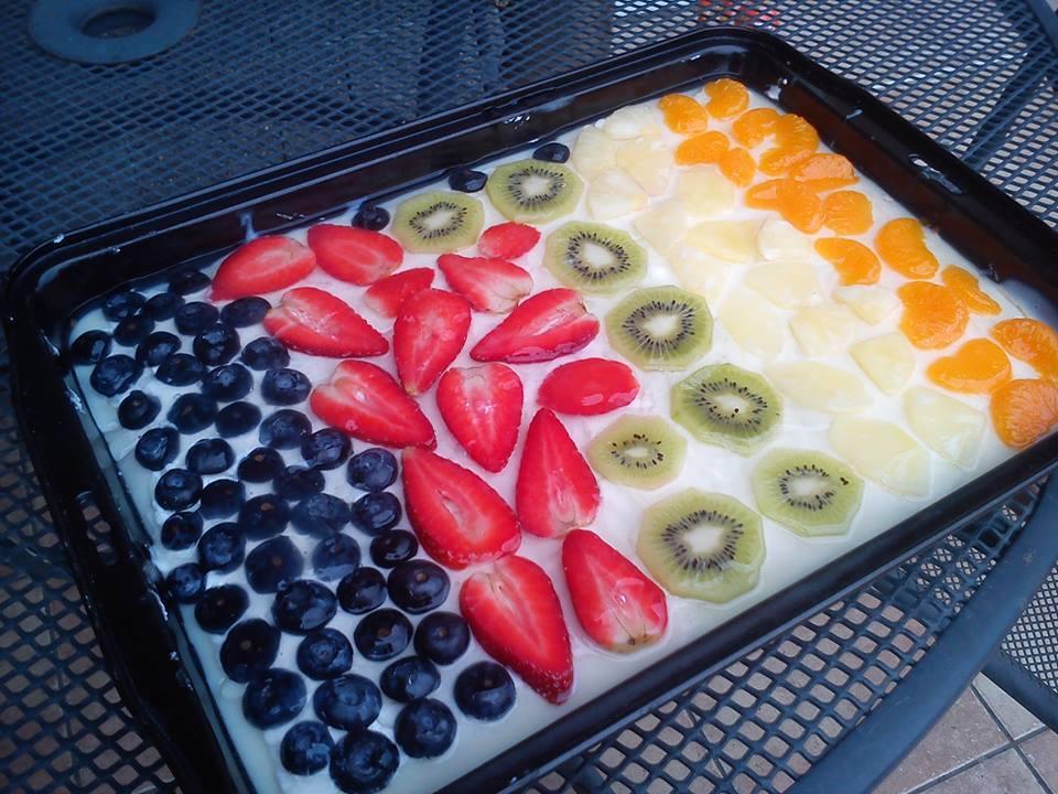 Piškotový dezert s ovocem a želé
