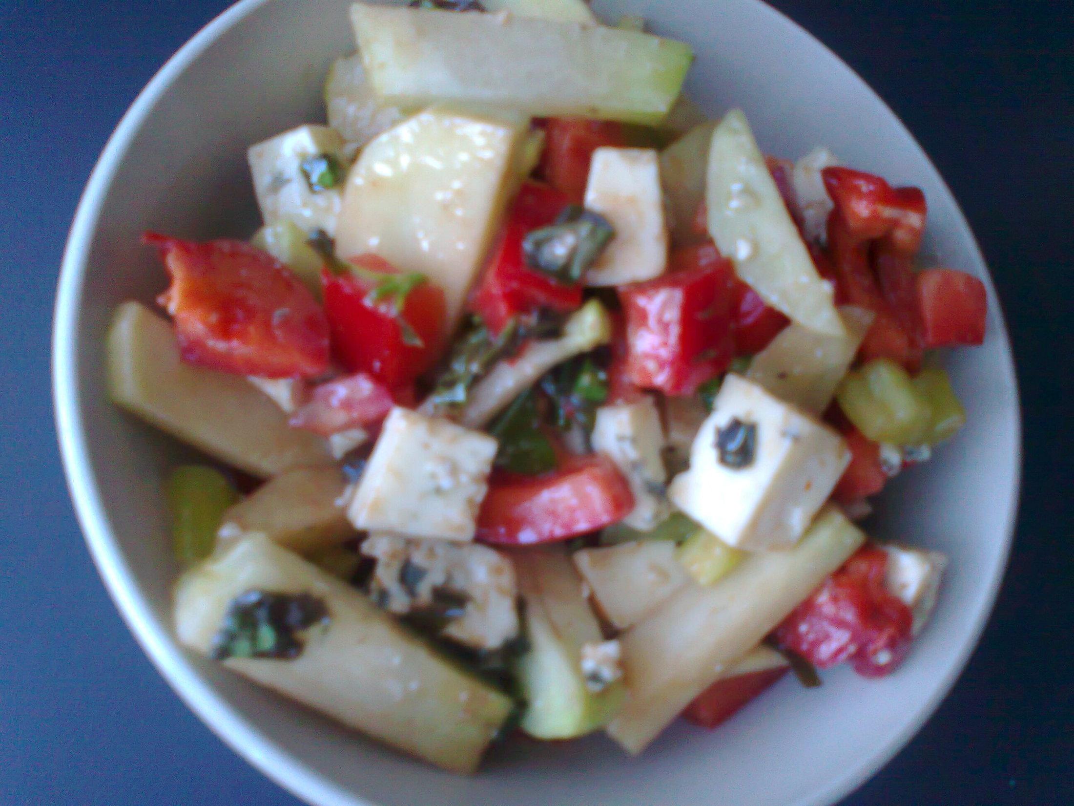 Kedlubnový salát s paprikou