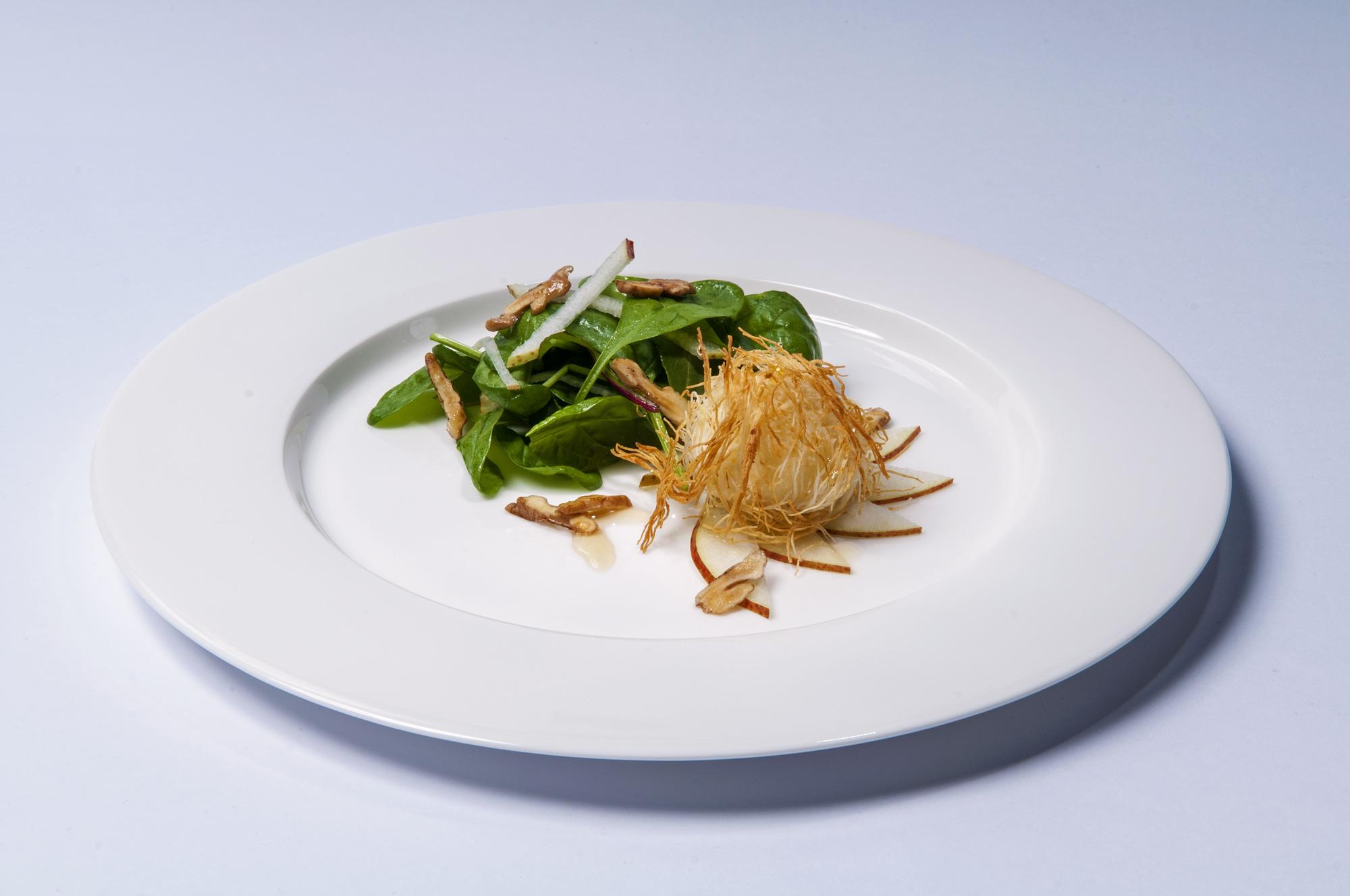 Špenátový salát s hruškami