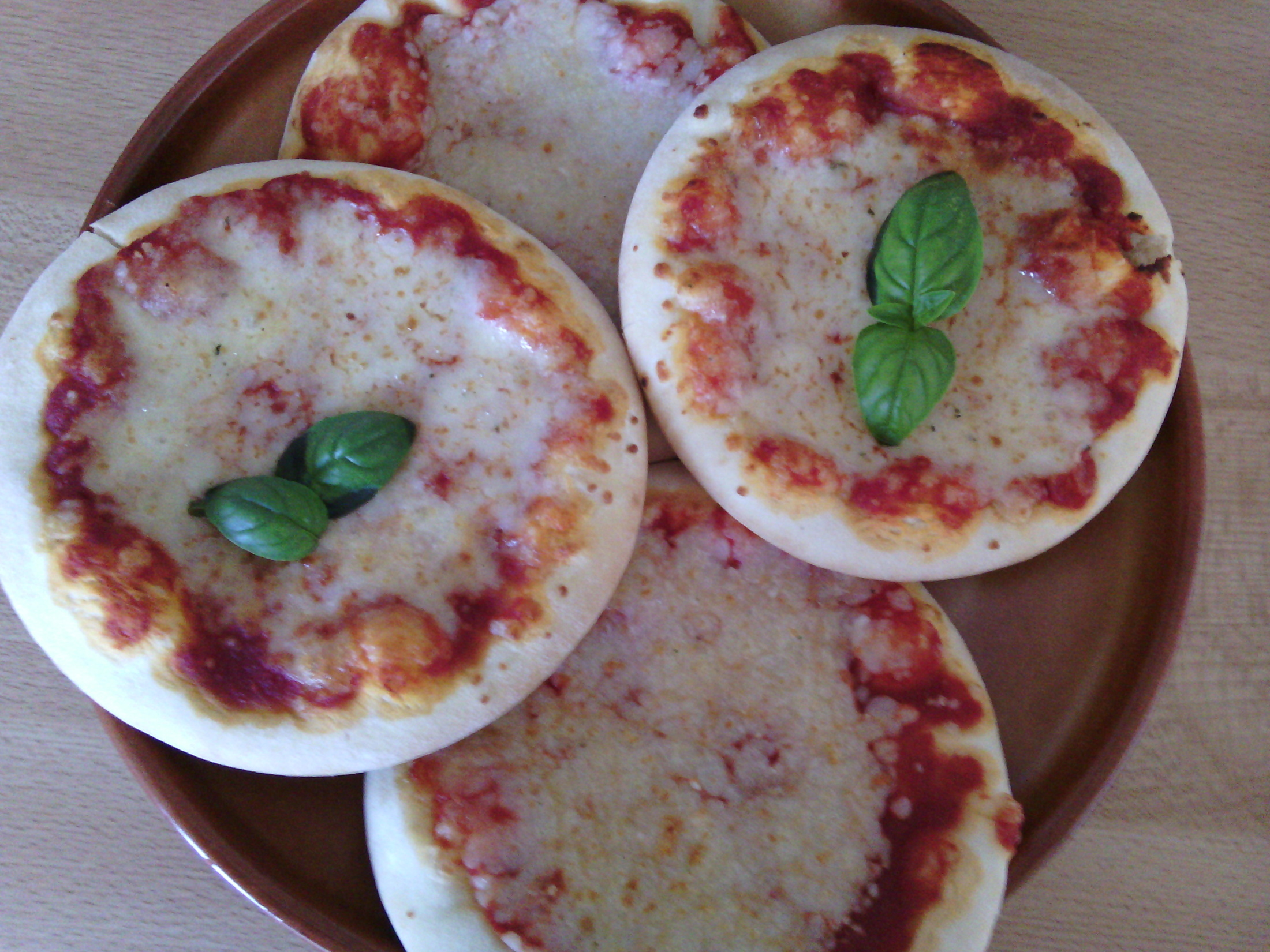 Mini pizza s mozzarellou